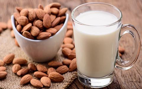 چطور بدانیم کدام نوع شیر برای ما مناسب است؟ کم چرب یا پُر چرب؟
