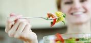 اشتباهات تغذیهای که خانمها در عضلهسازی مرتکب میشوند