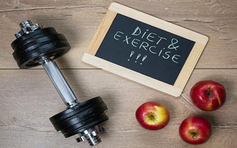 چه عواملی تعیین میکنند که بدن هنگام ورزش از چه منبع انرژی استفاده کند؟