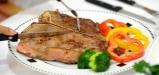 4 علامتی که نشان میدهد بیش از اندازه پروتئین مصرف میکنید