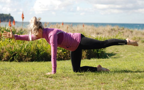 6 حرکت برای قوی کردن تنه و بهبود وضعیت قامت - تصویری