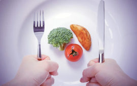 چگونه کمتر غذا بخوریم و بیشتر احساس سیری کنیم؟