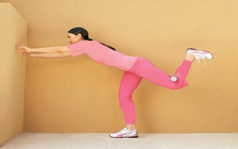 ۴ حرکت فوق العاده مفید جهت تقویت عضلات پشت و پا