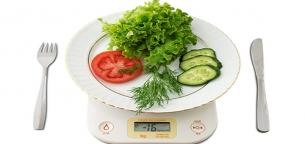 چرا هنگام کم کردن وزن، کاهش کالری مصرفی میتواند خطرناک باشد؟
