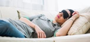چرا خواب نیمروزی لازم است و چه فوایدی دارد؟