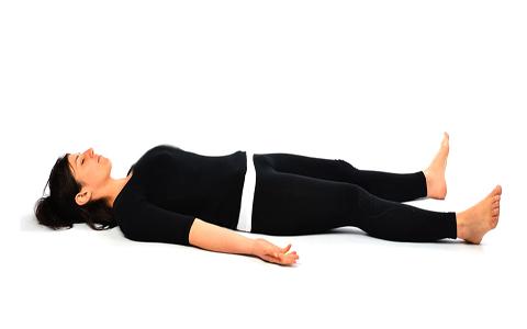Yoga Poses Savasana Corpse pose حرکات یوگا جهت دوران قاعدگی