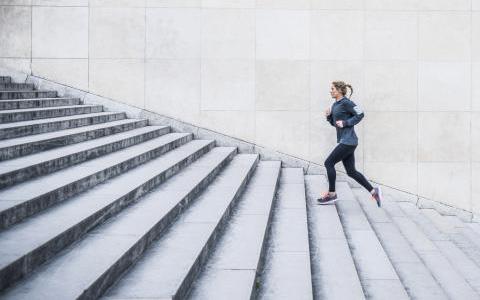 cardio2 برنامه جذاب و جالب و خوب اسپورت و ورزشی مؤثر و همچنین با نتایج سریع که تنها و فقط به پله مستلزم و نیاز دارد