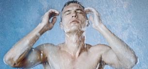 چرا دوش آب سرد مفید است؟ چه فوایدی برای سلامتی و بدن دارد؟