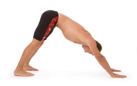 downward facing dog آموزش حرکات یوگا جهت کاهش استرس و همچنین افزایش اقتدار و قدرت