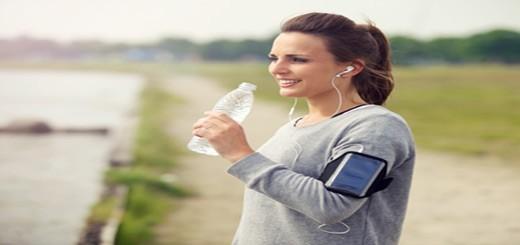 در حین فعالیت ورزشی و بعد از آن چه میزان آب باید نوشید؟