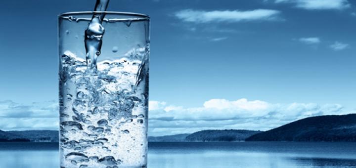 drink water1 720x340 اهمیت مایعات در ورزش و همچنین نوشیدنی مناسب حین ورزش