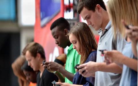 27 کیلوگرم فشار بر مهره های گردن به دلیل استفاده از موبایل