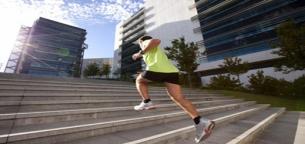 برنامه ورزشی مؤثر با نتایج سریع که فقط به پله نیاز دارد