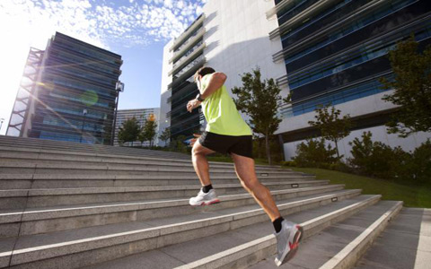 warm up2 برنامه جذاب و جالب و خوب اسپورت و ورزشی مؤثر و همچنین با نتایج سریع که تنها و فقط به پله مستلزم و نیاز دارد