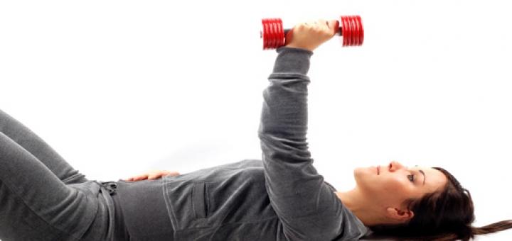 woman exercise 1 720x340 ضرورت ورزش دخترک های جوان و ازدواج نکرده