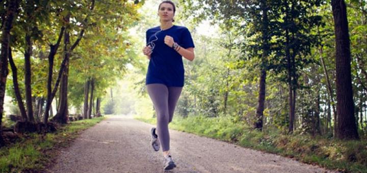 women exercise 720x340 تاثیرات ورزش بر زندگی و همچنین سلامتی زنان